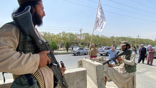 塔利班控制机场通道 撤离工作缓慢进行