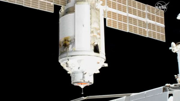 ISS俄罗斯太空舱现裂缝 呈扩大趋势