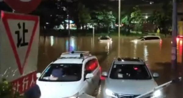 轻台卢碧登陆广东汕头 深圳暴雨积水阻交通