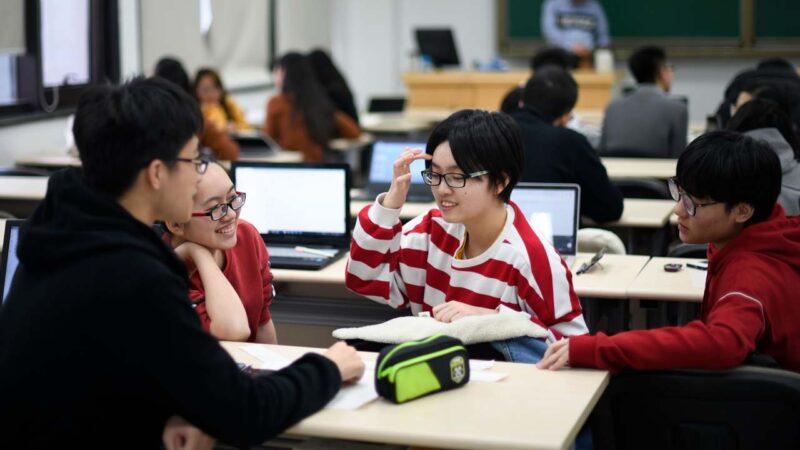 """中国790万大学生""""付费刷课"""" 在线课程沦为形式"""