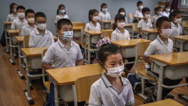 中国义务教育国进民退 800万民校学生面临分流