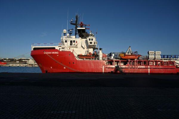 冒死横渡地中海赴欧 700人获救最小3个月大