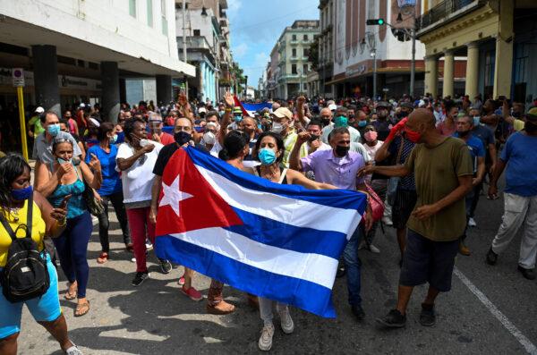 镇压反共抗议 美制裁古巴高级官员和特种部队