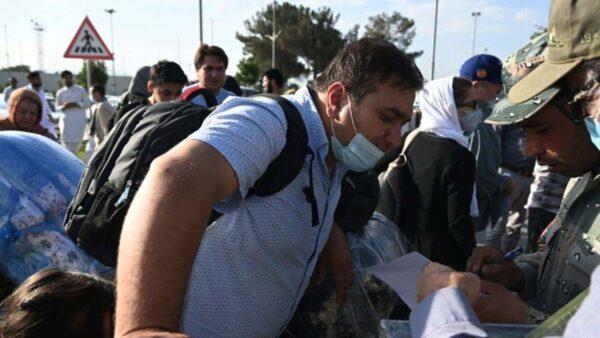 塔利班對空開槍加劇混亂喀布爾機場7人喪生