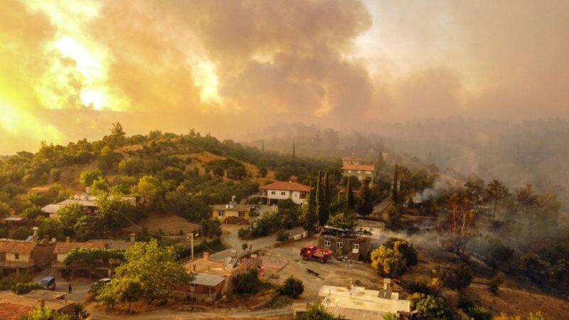 土耳其近百起野火烧不停 酿6死游客居民仓皇逃离