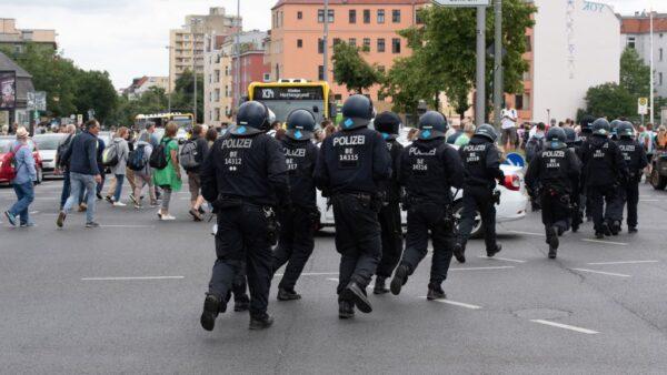 反防疫措施 德国柏林5000人上街抗议逾600人遭捕