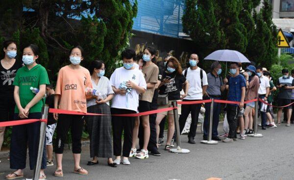 北京现疫情 严控民众进京 乘务员被异地封管