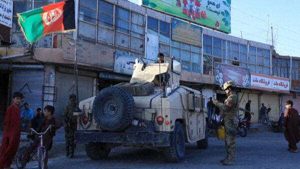 """阿富汗首座省会沦陷 被批""""未发一弹拱手让出"""""""