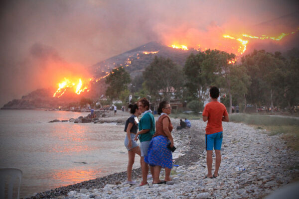 土耳其野火燒進火力發電廠 沿海村民緊急疏散