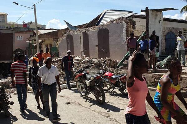 海地7.2強震 屋垮樓塌至少304人罹難1800傷