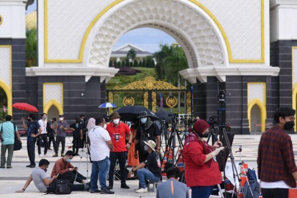馬來西亞內閣總辭 穆希丁成看守首相
