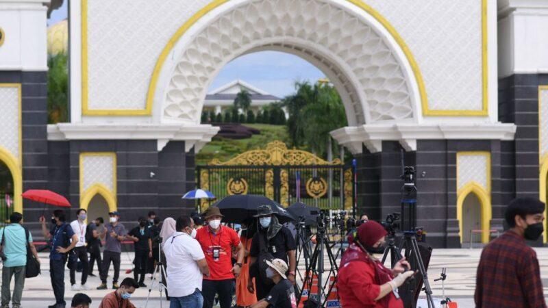 马来西亚内阁总辞 穆希丁成看守首相