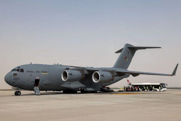飛離阿富汗 母親機上生下女嬰 取軍機代號命名