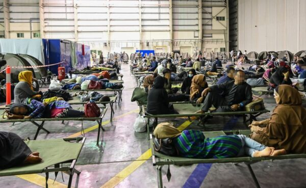 喀布爾機場不安全 法結束空運撤離 美促公民快離開