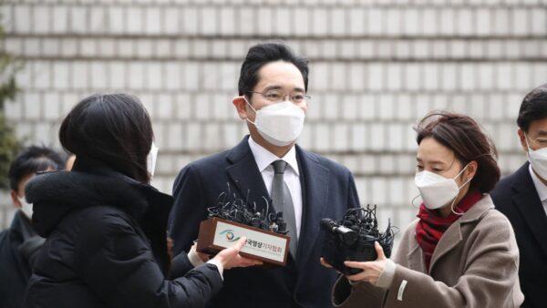 韩国三星掌门人李在镕获假释出狱 文在寅首发声