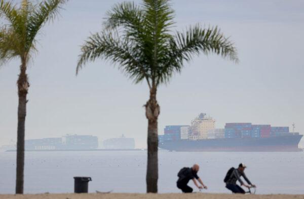 中共病毒疫情肆虐 全球港口塞船面臨65年來最大危機