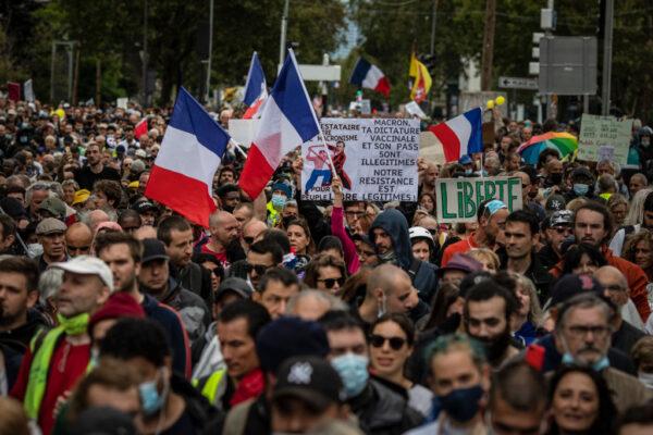 法国各地反对健康通行证 逾23万人上街创新高