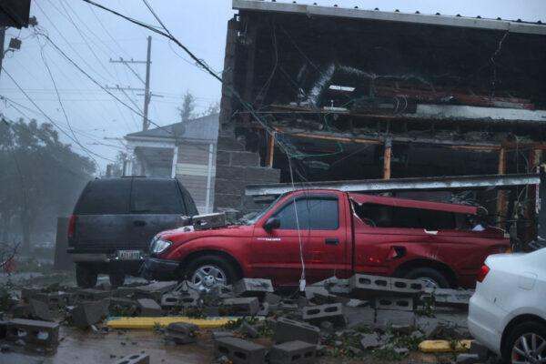4級颶風艾達登陸路州 掀飛屋頂公路成河