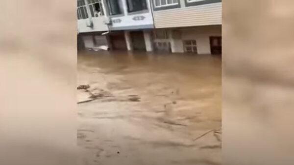 湖北多地暴雨 逾10萬人受災 洪水灌到2樓(視頻)