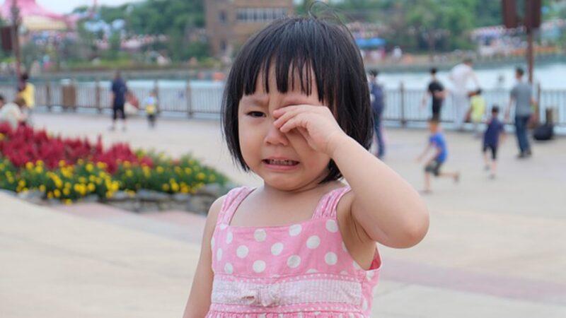 大陸4歲女童逛超市走失 淚喊爸爸名字:死懶鬼