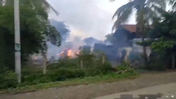 缅甸军队进村 枪杀民兵放火烧屋(视频)