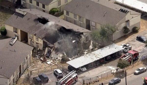 德州公寓飄瓦斯味突爆炸 消防員3人重傷