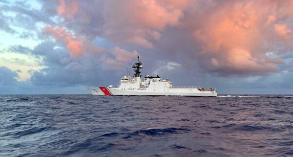 中共军舰现踪阿拉斯加海域 美巡逻舰近距离监视