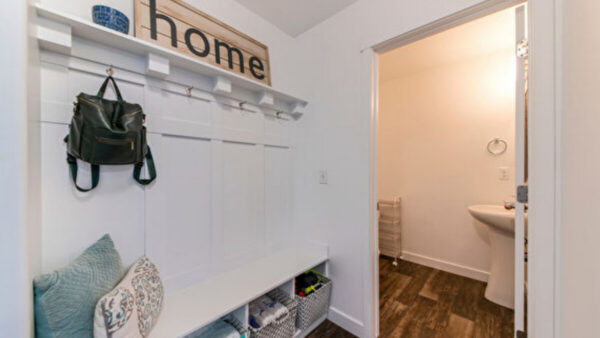 巧妙設計 打造超級實用的家庭小雜物間