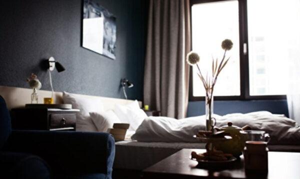 如何找出旅馆房间内的隐藏式摄影机?