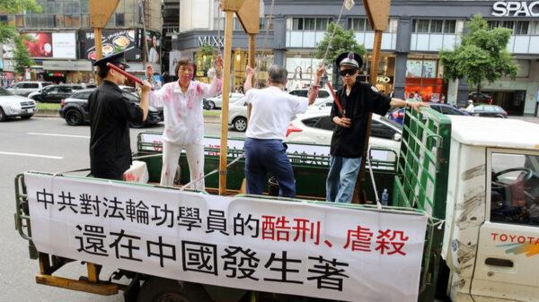 四川77岁老太太送法轮功资料 遭警察打致重伤