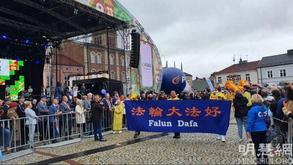 波蘭豐收節大遊行 民眾表示人人需要「真、善、忍」