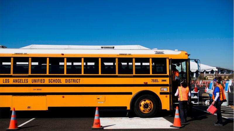 司机短缺 马萨诸州国民警卫队员开校车