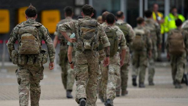 美國「菠蘿特遣部隊」繼續 撤離阿富汗人
