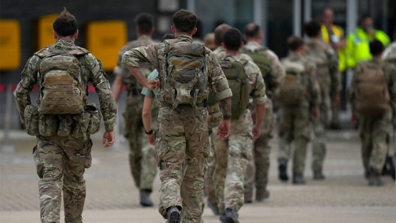 """美国""""菠萝特遣部队""""继续 撤离阿富汗人"""