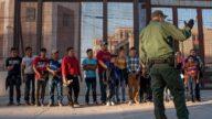 美國非法移民激增 大量聚集德州橋下