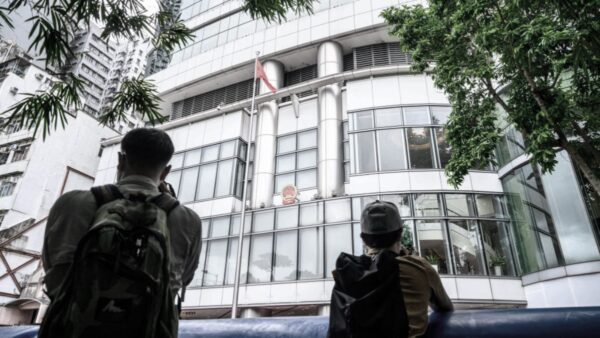 香港選委會選舉:警察逾5000 選民僅4800