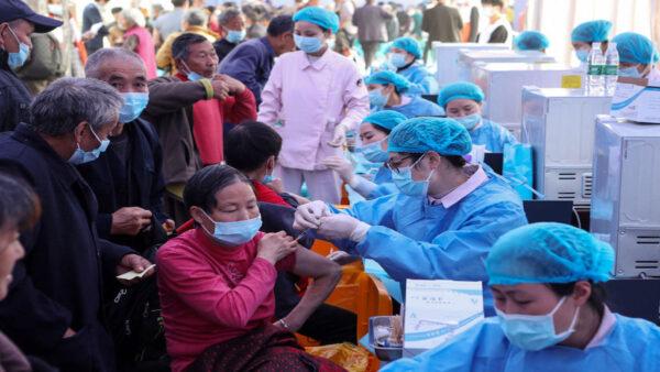 重庆17岁男生未打疫苗 办理入学遭拒