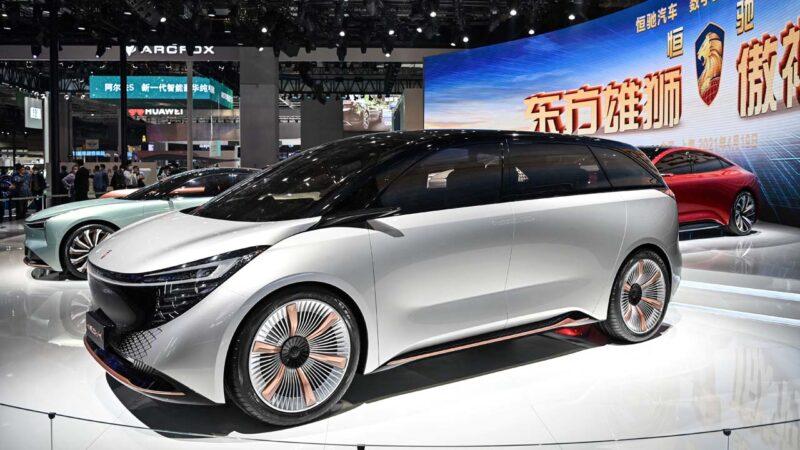 中國汽車芯片短缺 多家車企近3個月產量腰斬