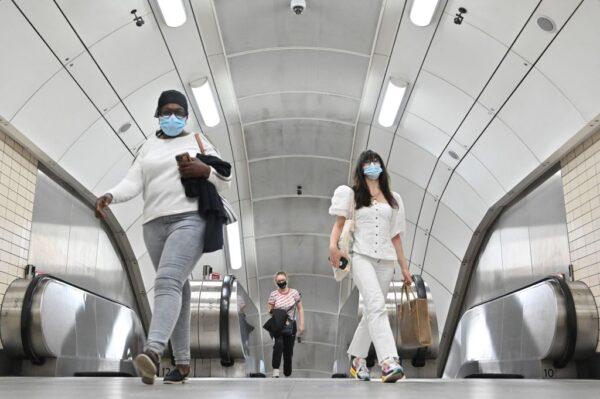 英國倫敦摔落地鐵電扶梯頻傳 疑跟疫情有關