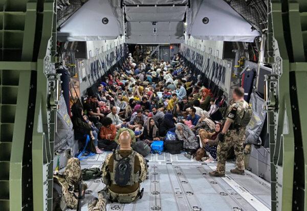 逃亡烏茲別克 阿富汗飛行員開始前往阿聯酋