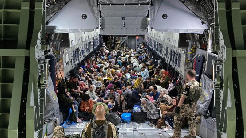 逃亡乌兹别克 阿富汗飞行员开始前往阿联酋