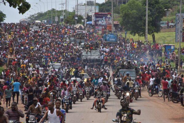 疑爆軍事政變 幾內亞士兵稱拘捕總統解散政府