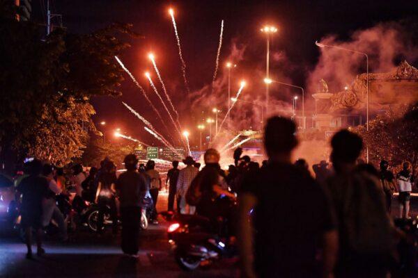 泰國疫情嚴峻 怒火對向科興疫苗 警民再爆衝突