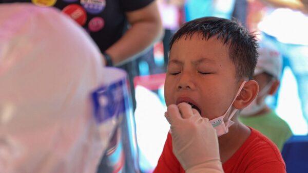 福建增派50名兒科醫護支援 幼兒隔離家人陪同
