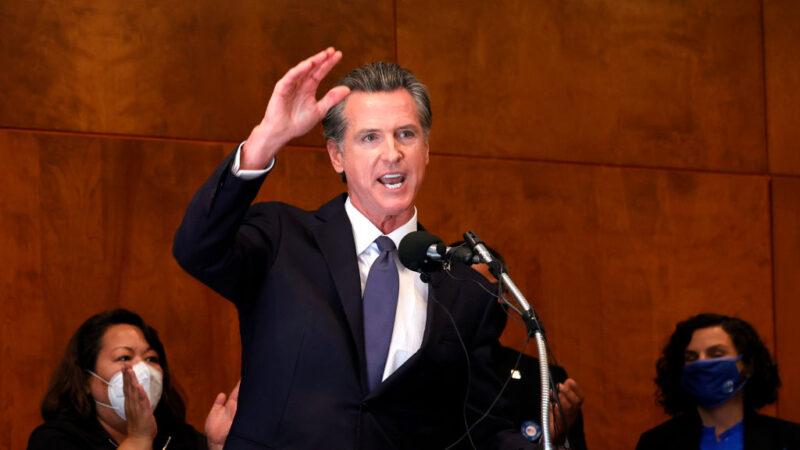 刚获留任 加州州长纽森两个孩子确诊