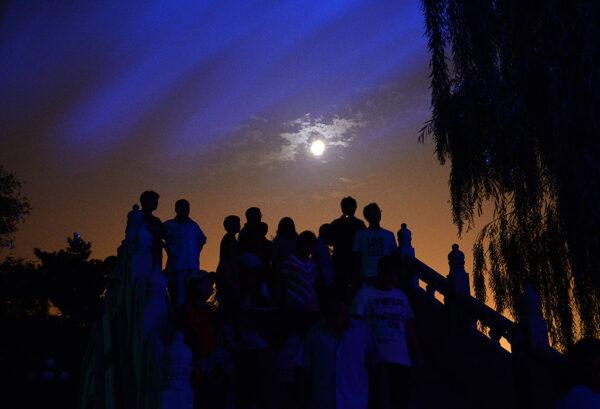 睽违8年 中秋节赏满月 晚间7时这里看