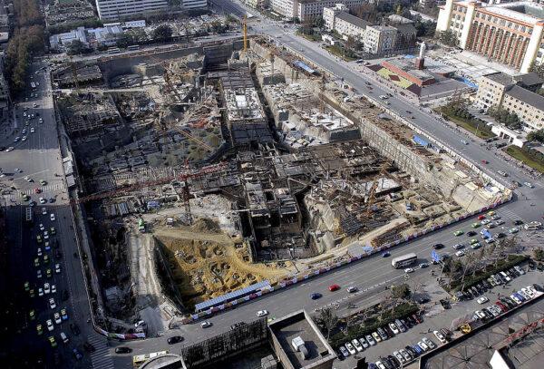 成都地铁17号线在建工地垮塌 有人员伤亡(视频)