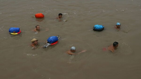 长江今年第1号洪水形成 川豫山体滑坡5人遇难