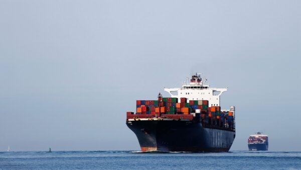 中国船员:一百多艘船经历感染 有人一年无法下船