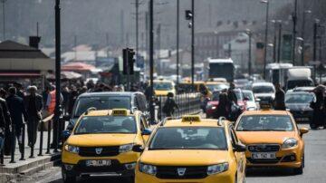 难承受牌照费 纽约出租车司机绝食抗议